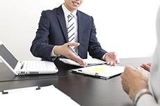 債務整理は弁護士と司法書士どちらに頼むべき?